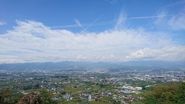 勝沼ぶどうの丘からの眺め