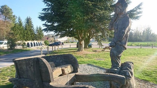 オートリーブにあるシュヴァルの銅像