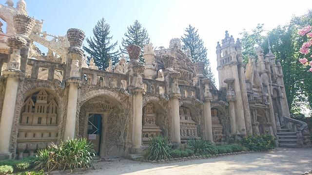 シュヴァルの理想宮の西側の外観