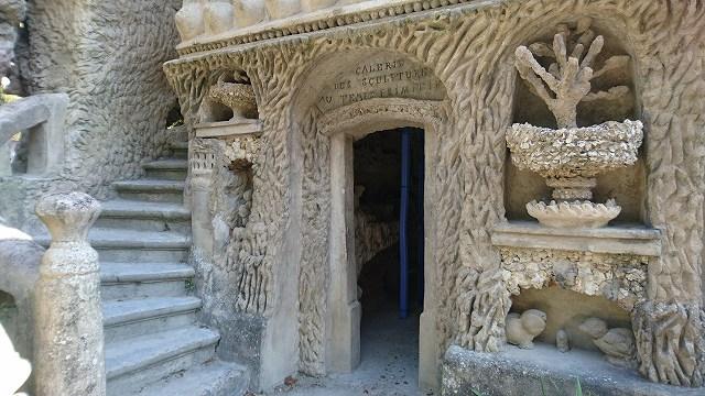シュヴァルの理想宮の西側にある階段