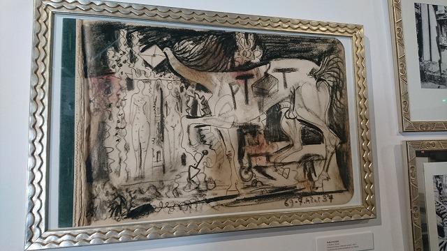 郵便配達夫シュヴァルが住んでいた家に展示されているピカソの絵