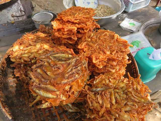 ミャンマーの魚とエビのかき揚げ