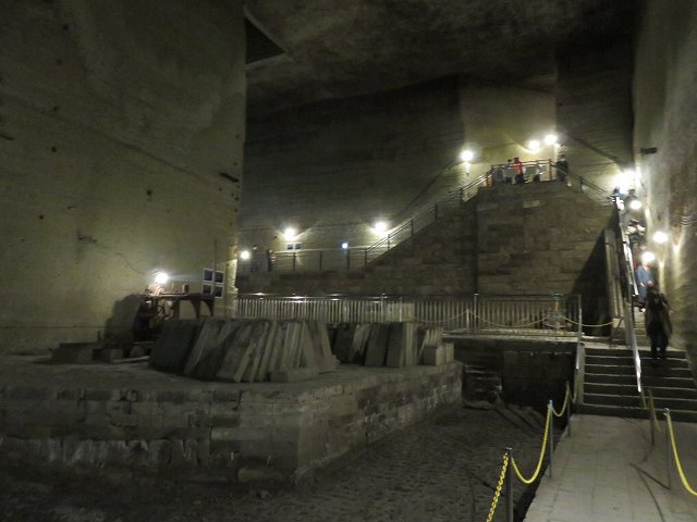 大谷資料館の入り口を内部から見たところ