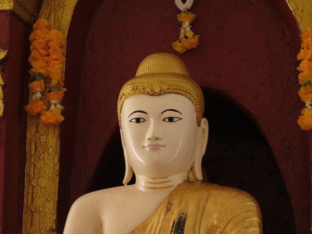 シンピューメェの中の仏像