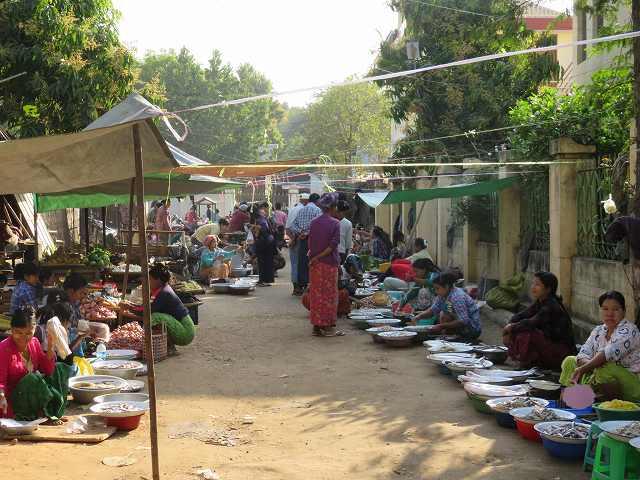ミャンマーの市場の様子