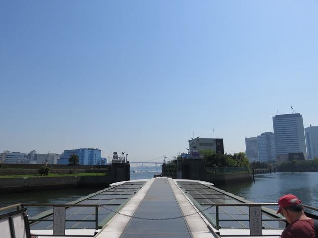 水上バス「道灌」の2階デッキからの眺め