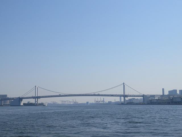 水上バスから見えるレインボーブリッジ