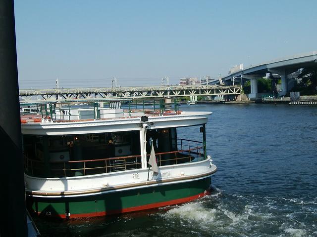 水上バス「道灌」の外観