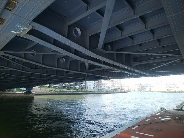 水上バスから見える隅田川大橋の裏側