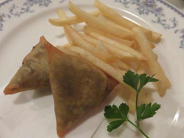 中目黒のエチオピア料理店「クイーン・シーバ」の「レンズ豆のサモサ」