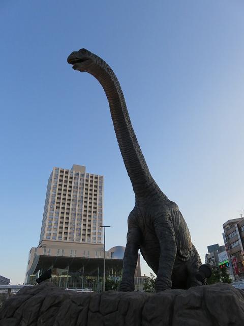 JR福井駅前広場の恐竜