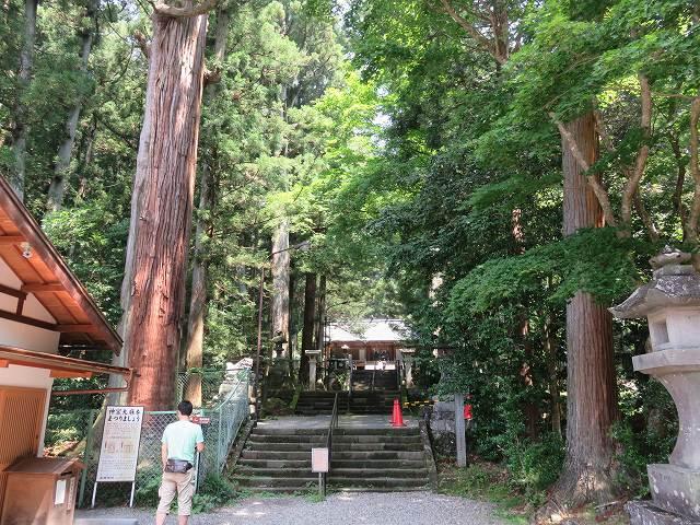 三夜沢赤城神社の境内