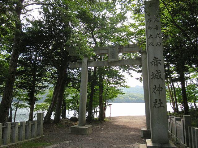 赤城山大沼の側の赤城神社