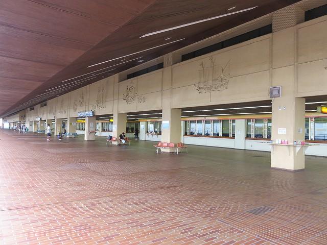 児島競艇場の外の投票所