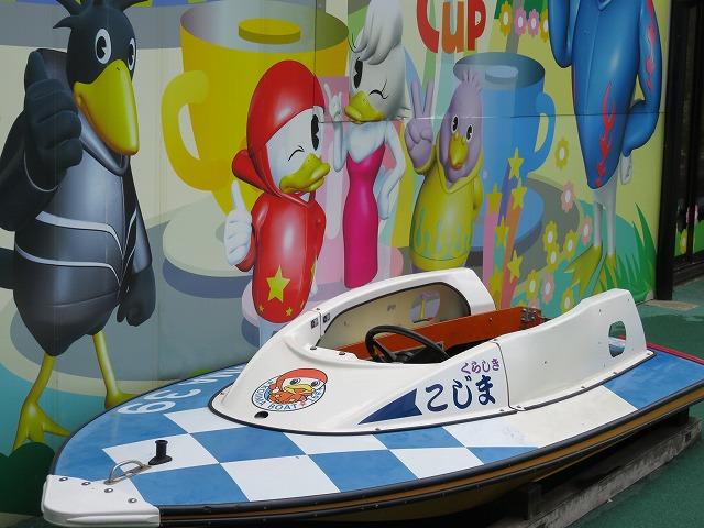 児島競艇場に展示されているボート