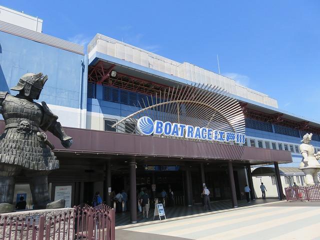 江戸川競艇場の入り口
