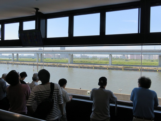 江戸川競艇場3階投票所