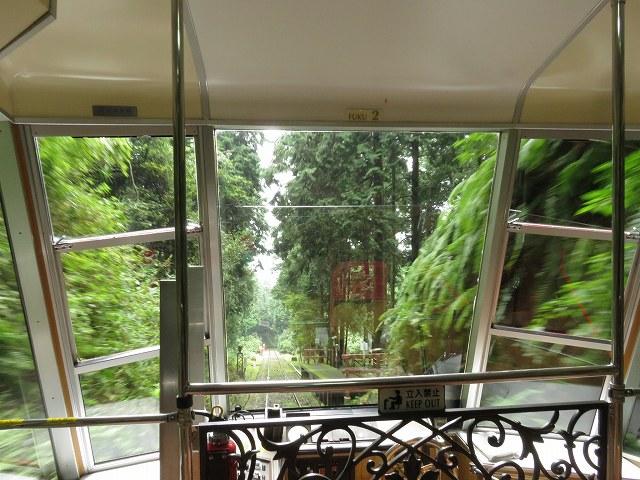 坂本ケーブルの車内から見える景色