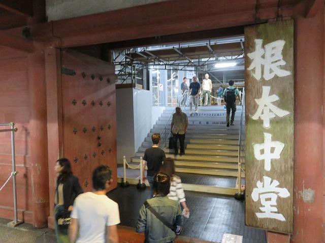 比叡山延暦寺、根本中堂の入り口