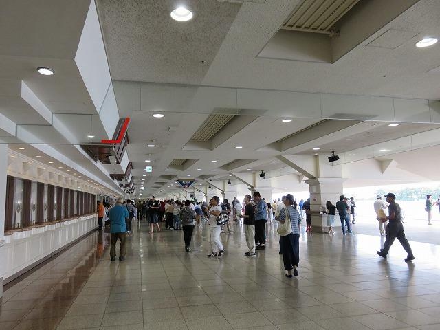 浜名湖競艇場1階投票所
