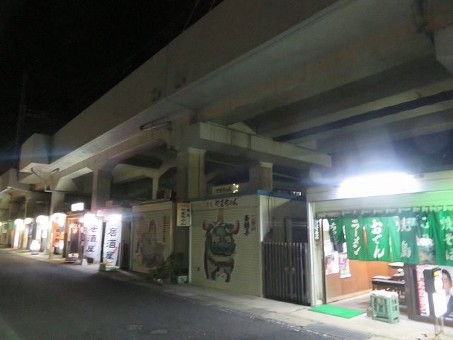 唐津駅前ガード下の居酒屋