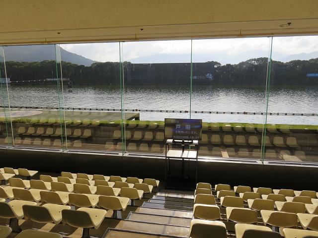 からつ競艇場1階一般席からの眺め