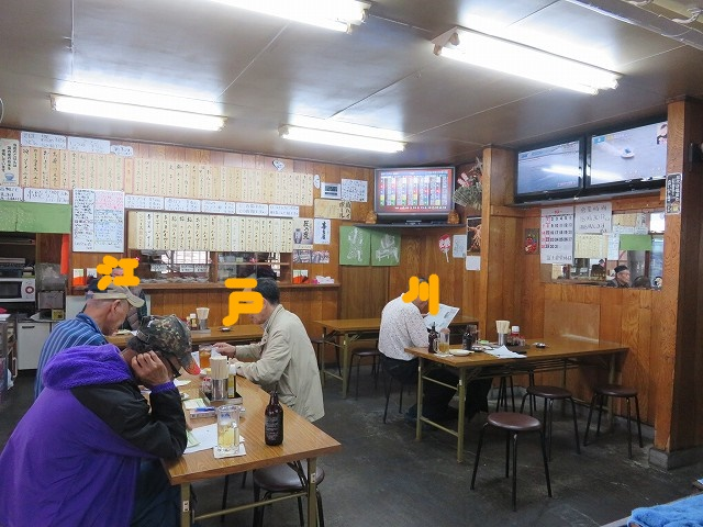 江戸川競艇場前の富士食堂の店内