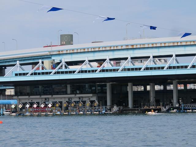 福岡競艇場のピット