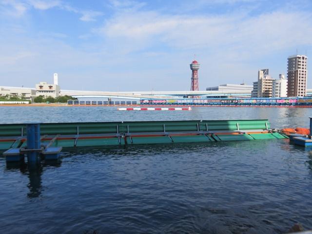 福岡競艇場の水面1マーク側