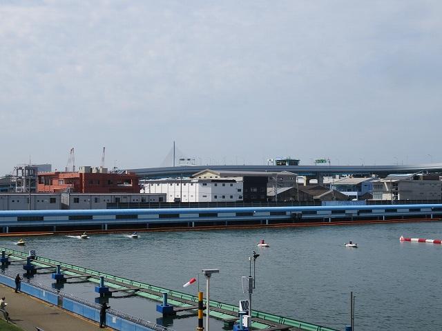 福岡競艇場の2マーク側水面