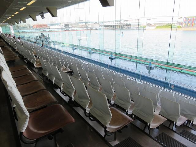 福岡競艇場の2階一般席