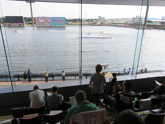 蒲郡競艇場の3階一般席からの眺め、1マーク側