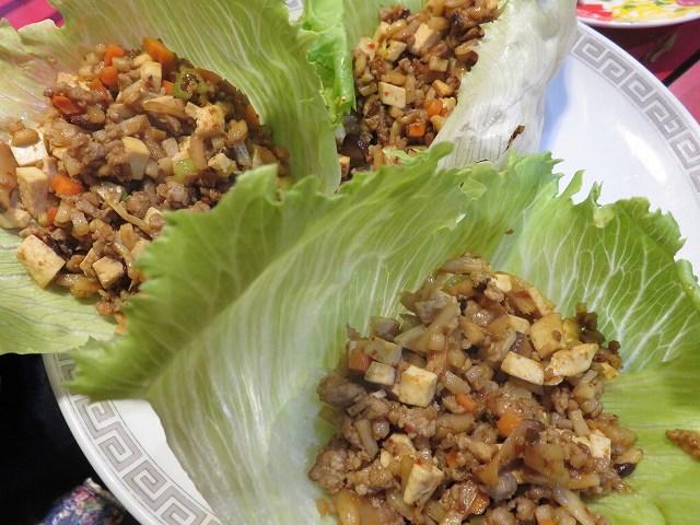 新橋の台湾料理「香味」の「挽肉と干し豆腐のレタス包み」