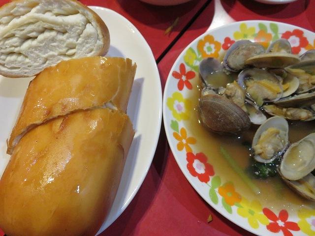 新橋の台湾料理「香味」の揚げパンとあさり炒め