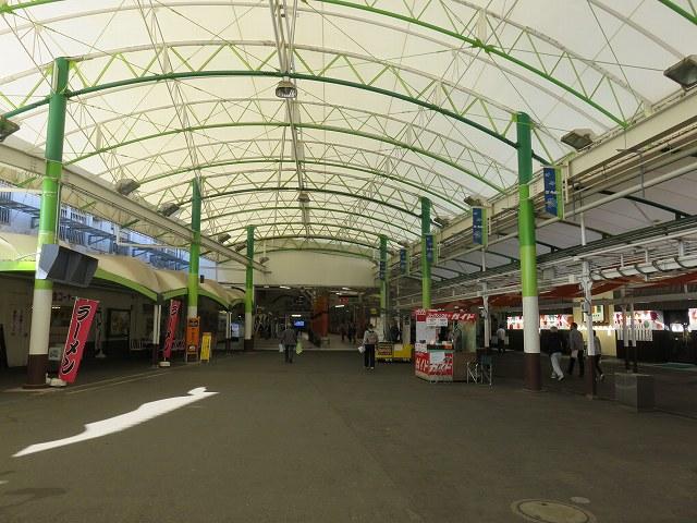 多摩川競艇場1階正面入り口