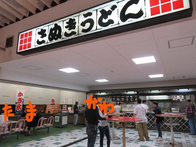 多摩川競艇場1階のうどん屋と焼き鳥屋