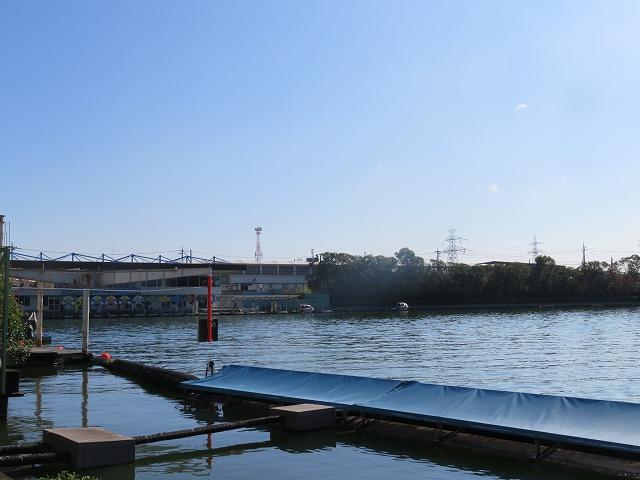 多摩川競艇場の水面2マーク側