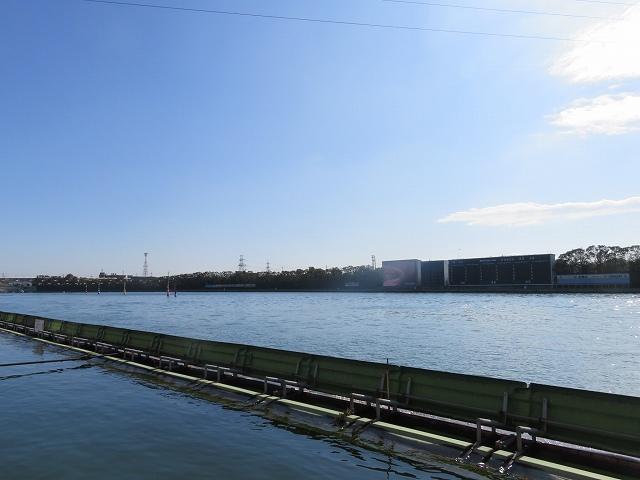 多摩川競艇場の水面