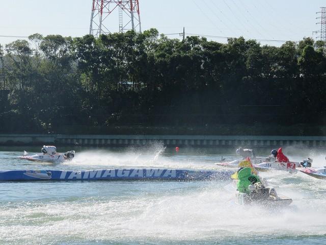多摩川競艇場の水面1マーク側