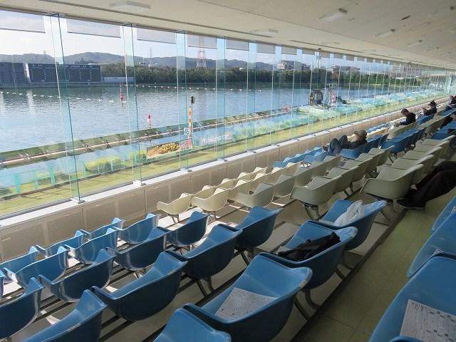 多摩川競艇場の2階一般席