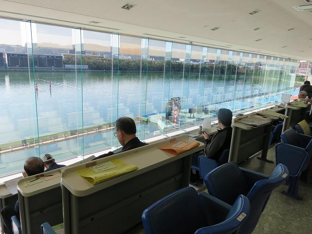 多摩川競艇場の4階一般席