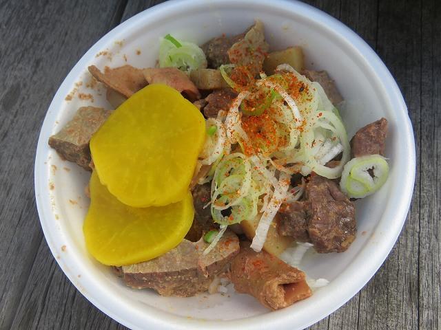 平和島競艇場「煮込みの店おおこし」の煮込み丼