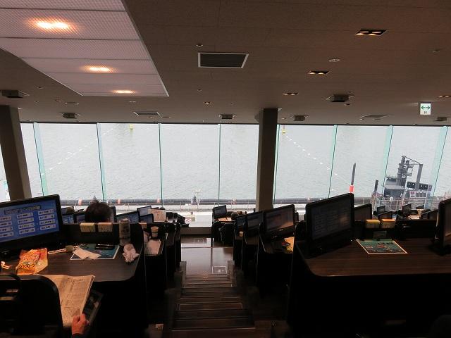 江戸川競艇場の指定席MIYABIの上の席からの眺め