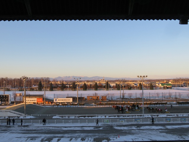 ばんえい帯広競馬場のプレミアムラウンジからの眺め