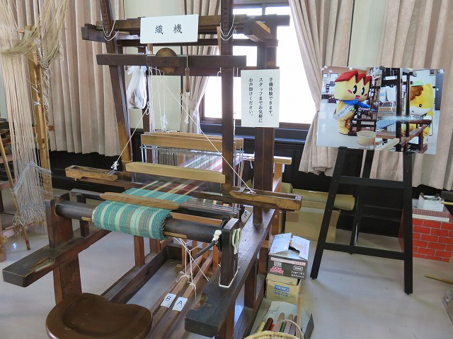 桐生織物記念館2階に展示されている機織り機