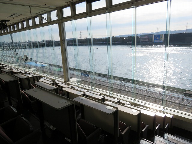 多摩川競艇場の指定席からの眺め