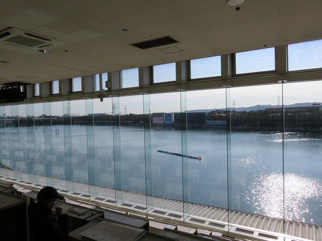多摩川競艇場の指定席、一番右端の席からの眺め