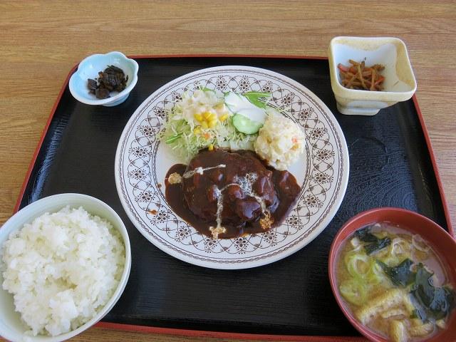 多摩川競艇場の指定席のレストラン「緑水亭」のハンバーグ