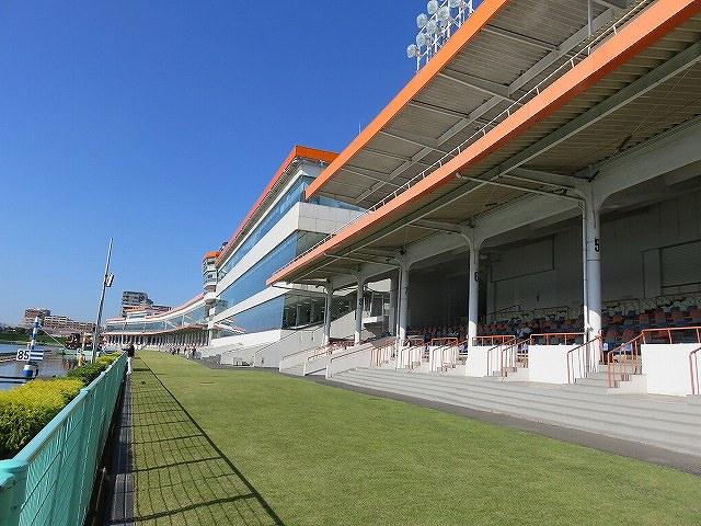 多摩川競艇場のスタンド席