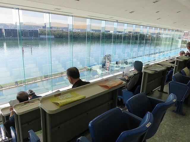 多摩川競艇場4階の一般席